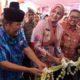 POTONG BUNGA : Bupati Jember dr Faida, MMR meresmikan klinik Pratama PMI Jubung. (rir)