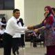 Bupati Jember dr.Hj. Faida. MMr saat memberikan Penghargaan 711 CPNS