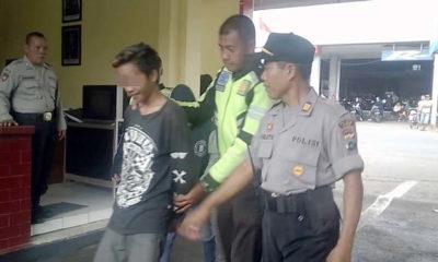 Salah satu pemuda digelandang ke Polsek Tanggul. (yud)
