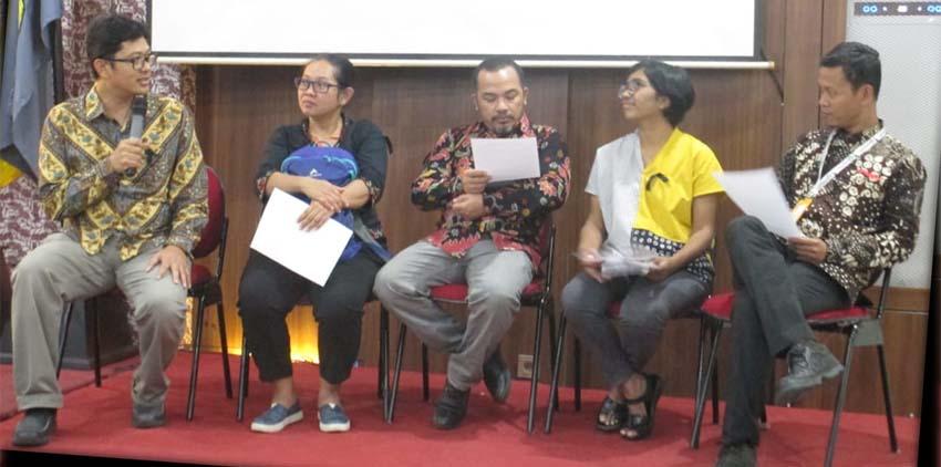 Memakai Pita Hitam, Akademisi Antikorupsi Desak Presiden Terbitkan Perppu KPK