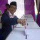 Wabup Jember Drs KH A Muqit Arief Mencoblos Bersama Keluarga