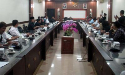 Rapat dengar pendapat klarifikasi ambruknya pembangunan pendapa Kecamatan Jenggawah. (ist)