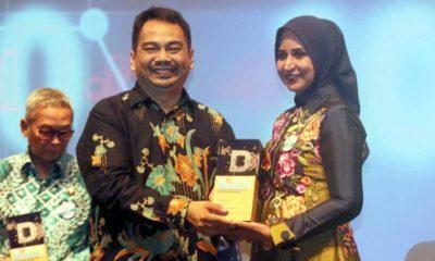 Bupati Jember dr Faida menerima penghargaan dalam pengelolaan APBD