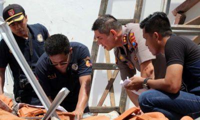 Kapolres Jember AKBP Alfian Nurrizal di lokasi ambruknya atap bangunan. (ist)