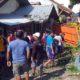 Kendaraan truk Colt Diesel BE 9488 GO terbang ke rumah Rahim Susilo. (gik)