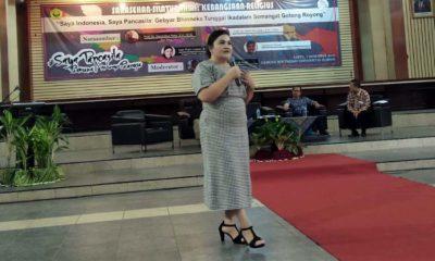 Hari Puji Lestari anggota DPRD Jawa timur dari Fraksi PDI Perjuangan saat menjadi Narasumber di acara Sarasehan. (yud)