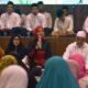 Bupati Jember dr Hj Faida MMr didampingi suami Dr Rohim bersama Jamaah waktu salawatan