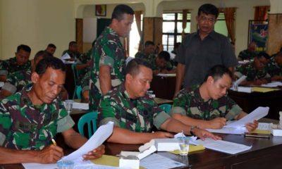 Dandim 0824 Letkol Inf La Ode M Nurdin saat melakukan penelitian bersama Pasi Intel Korem 083 Mayor Inf Sukarianto. (ist)