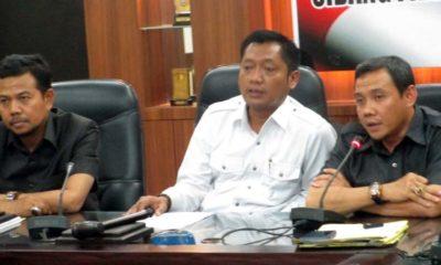 Pimpinan dan panitia angket DPRD Jember menggelar Konfrensi Pers di ruang Banmus. (Kj1)