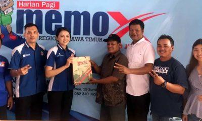 Karyawan Hotel Meotel silaturahmi di kantor Memo X biro Jember. (gik)
