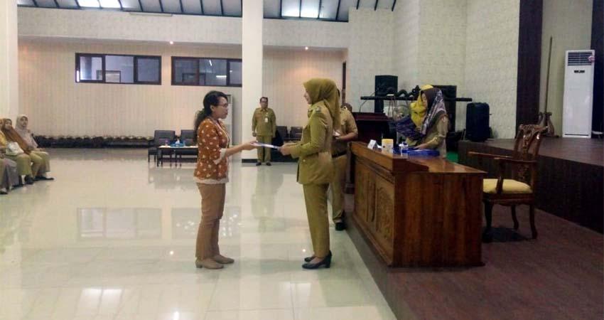 Bupati Jember Faida Serahkan 199 SIP di Pendopo Wahyawibawagraha