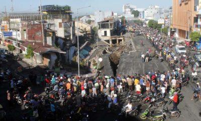 Jalan Ambles, 9 Ruko Jompo di Jember Ambruk
