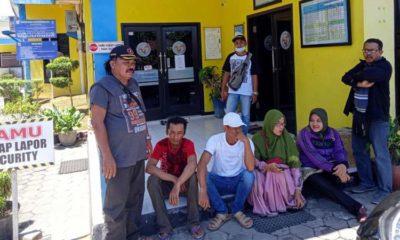 Ida bersama Suaminya dan teman temannya saat di Kantor PLN UPJ Kencong (rir)
