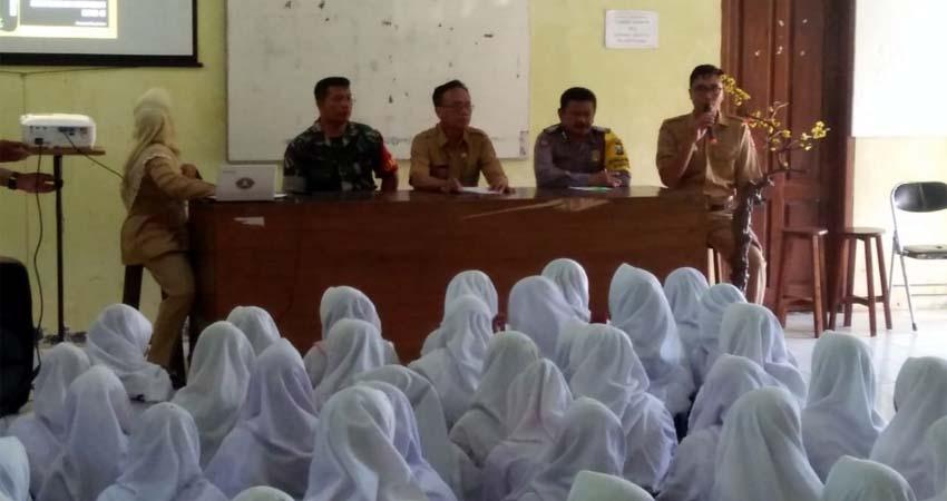 Sosialisasi Corona Di SMP 2 Sumberbaru. (ist)