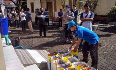 Covid-19, IKA UA Jember Bagikan Sembako ke Sopir Angkot, Ojek dan Tukang Becak