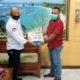 Rukman Supriatna, S Hut MM serahkan sharing pada ketua LMDH Guyup rukun (Perhutani for memontum.com)