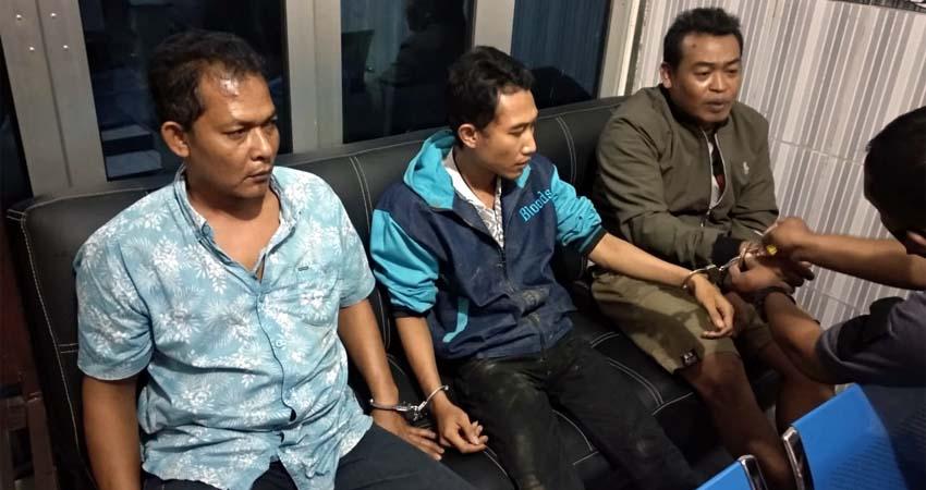 Tiga pelaku saat diamankan Polhutmob KPH Jember. (ist)