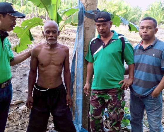 Kades Sumberrejo Bagikan Sembako untuk Warga Pinggir Hutan