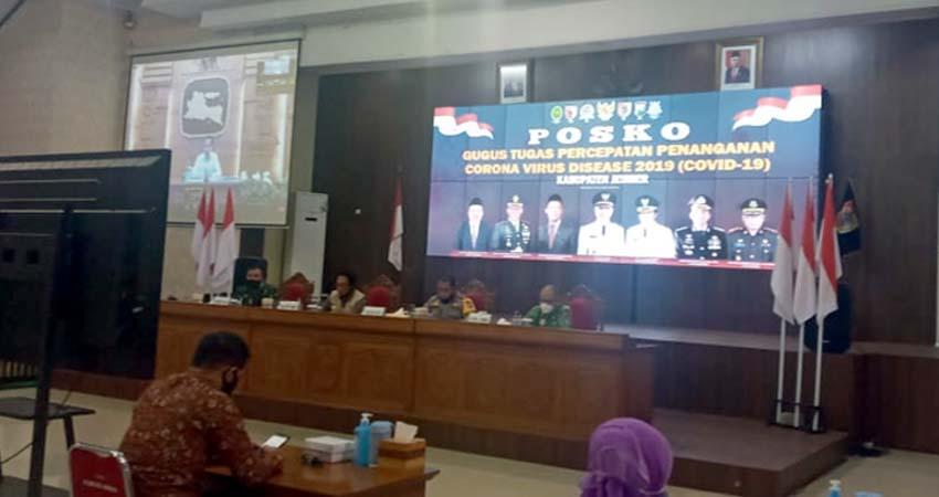 Situasi telekonferensi Forpimda Jember bersama Presiden Soal Covid-19. (bud)
