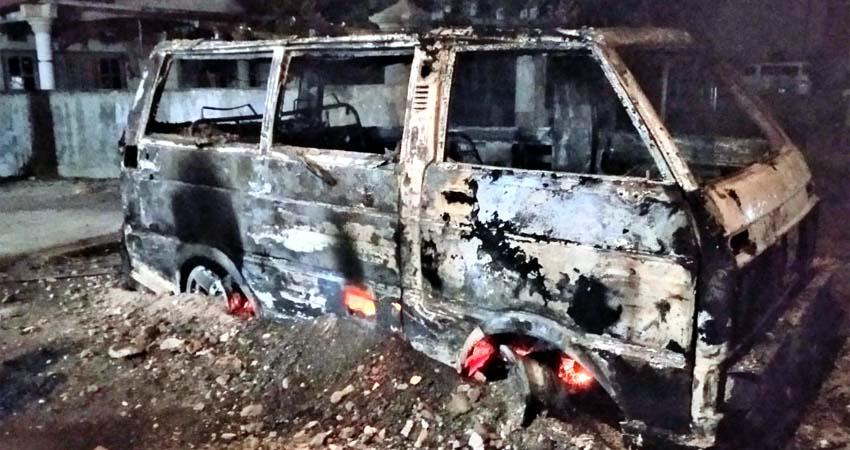 Mobil Modifikasi dari Lumajang Terbakar Dekat SPBU Keting Jember