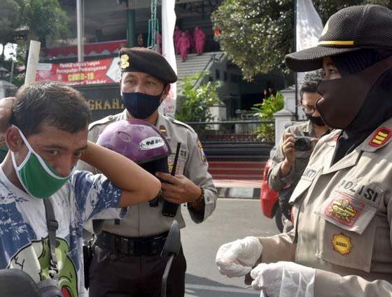 Cegah Penularan Covid-19, 500 Ribu Masker Dibagikan Serentak