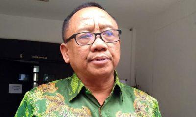 Ketua PGRI Jember Supriyono usai menjalani pemeriksaan di Inspektorat Pemkab Jember
