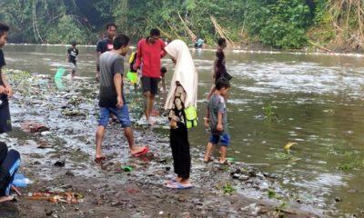 Ratusan Warga Jember Turun Ke Sungai Setelah Hujan Deras, Ada Apa