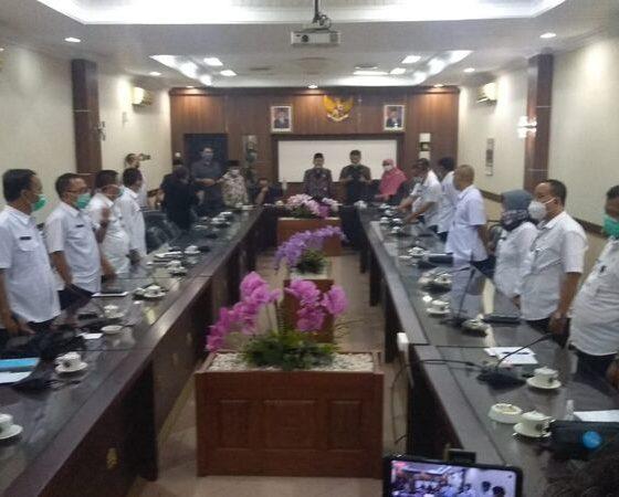 Para camat di Jember mengucapkan netralitas pada Pilkada 2020 didepan Komisi A DPRD Jember.